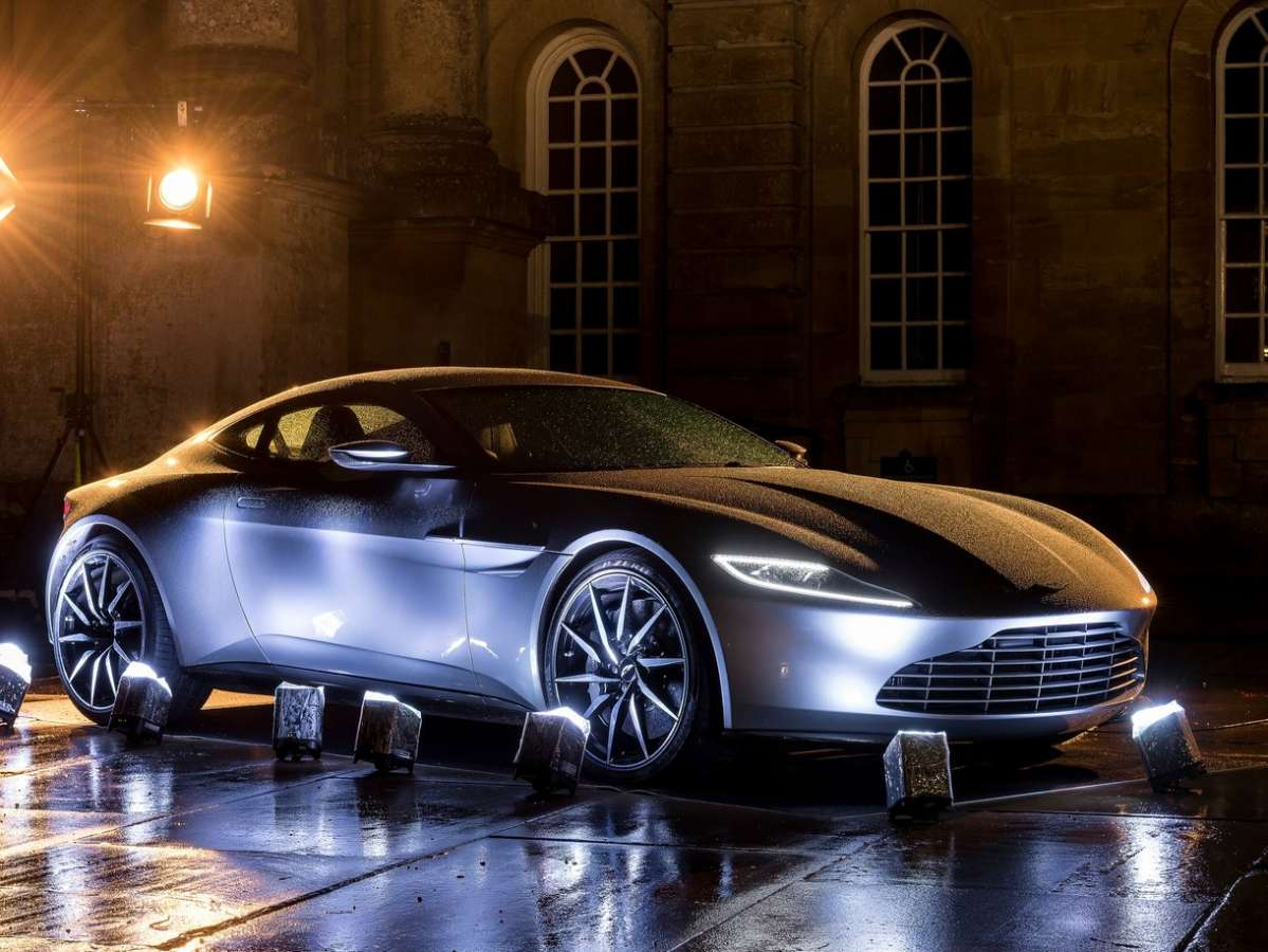 Club Aston Martin DB10