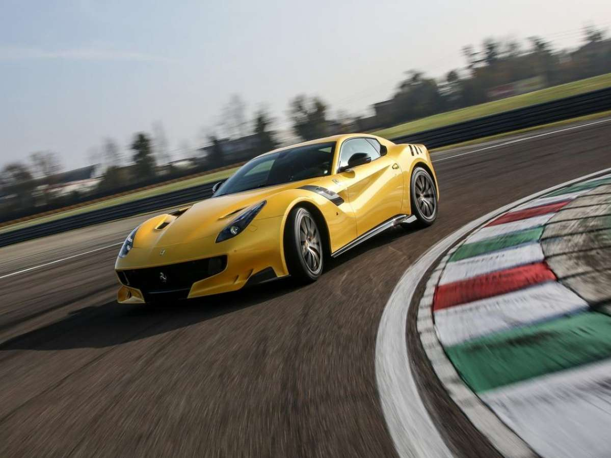 Club Ferrari F12