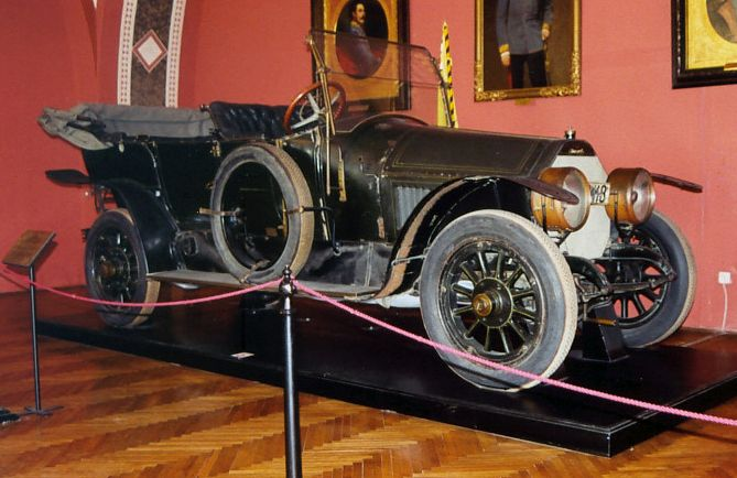 1911-grc3a4f-stift-double-phaeton-in-which-the-archduke-franz-ferdinand-was-riding-at-the-time-of-his-assassination-on-june-28-1914.jpg