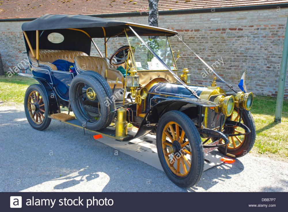 oldtimer-rallye-for-at-least-80-years-old-antique-cars-with-duhanot-DBB7P7.jpg