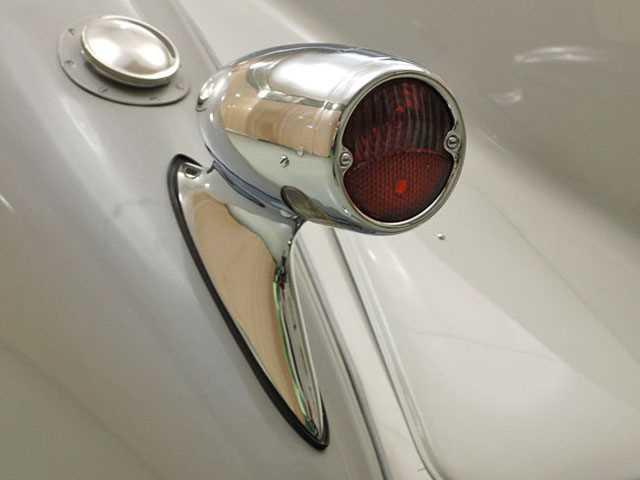 1926-Duesenberg-Model-A-taillight.jpg