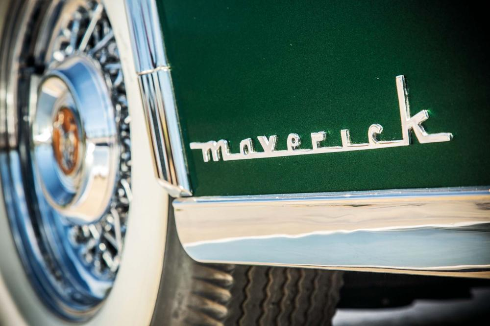 1952-Maverick-Sportster-badge.jpg
