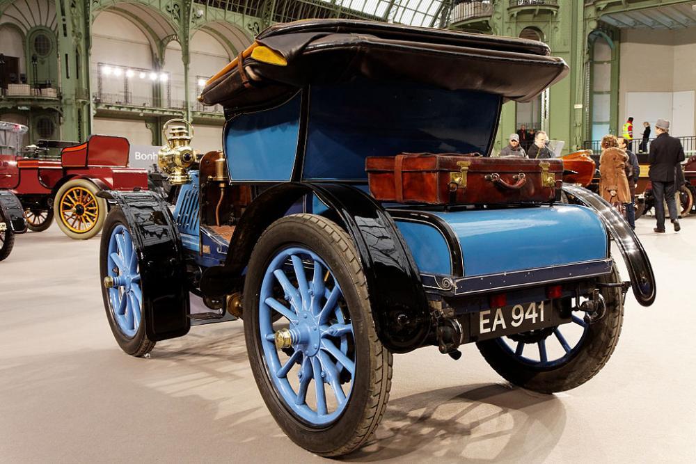 1024px-110_ans_de_l'automobile_au_Grand_Palais_-_Panhard_et_Levassor_7_CV_bicylindre_Voiturette_par_Clément-Rothschild_-_1902_-_006.jpg