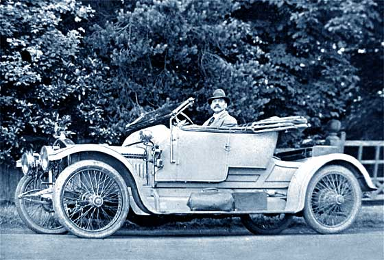 1912_Straker_Squire_15HP_Two-Seater.jpg