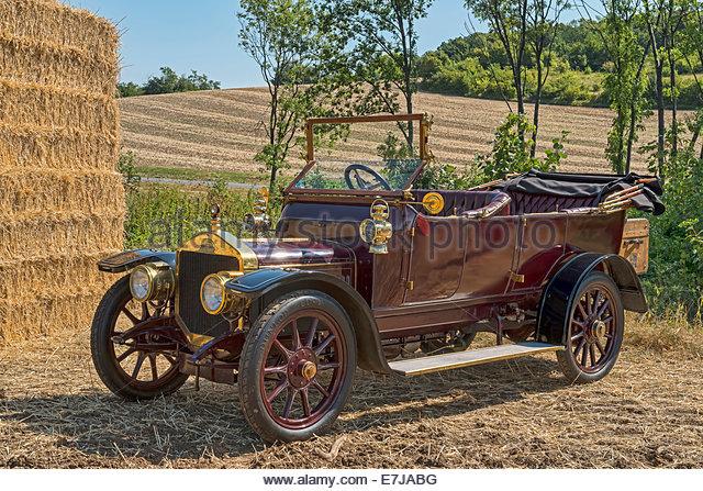 antique-car-straker-squire-built-in-1910-e7jabg.jpg