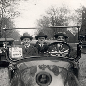 tmp_10181-91_7_2629_3 men in car-thumbnail46123365.jpg